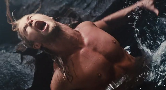 thor-in-water-ultron-age-movie-still