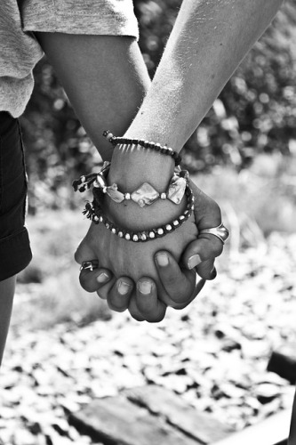 love-6-small-pixels-hands-63743_640
